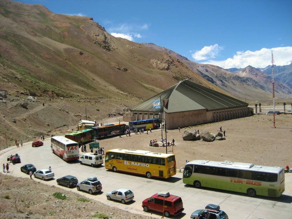 Eén van de vele fraaie maar o zo tijdrovende grensovergangen tussen Chili en Argentinië