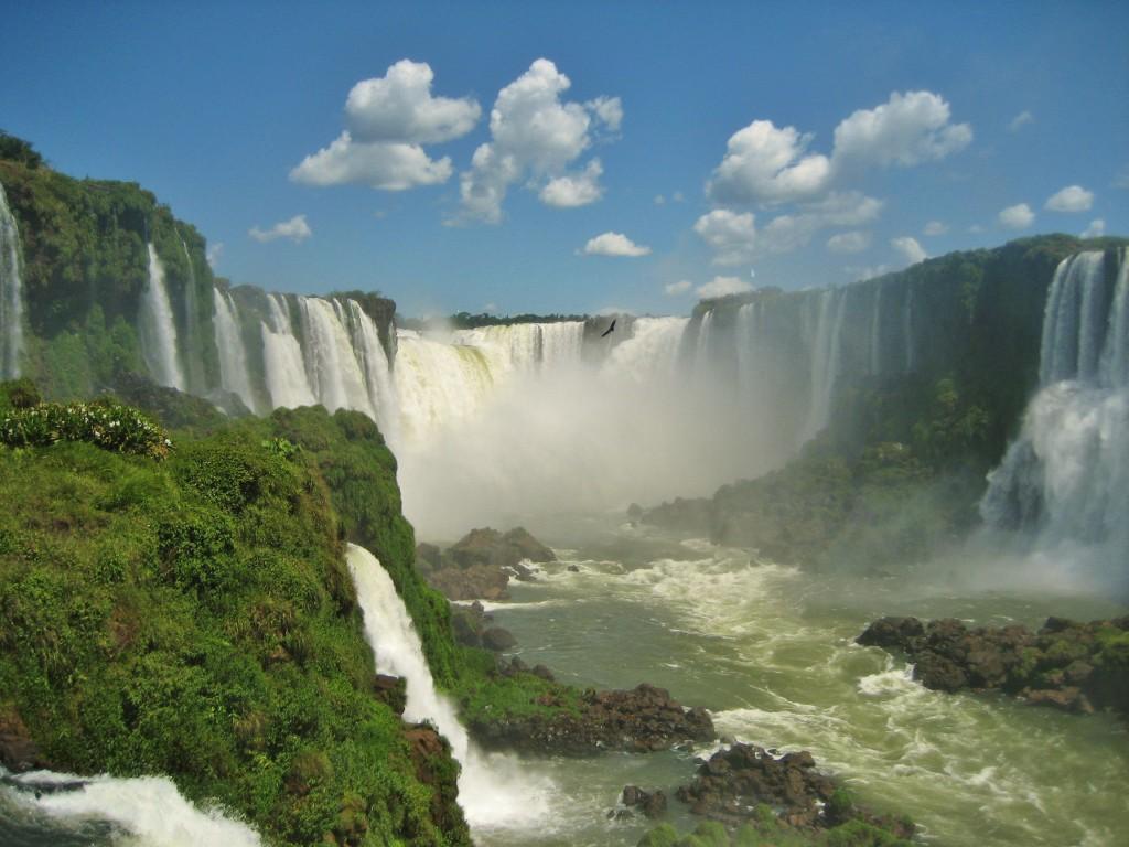 En last but not least: Nationaal park Iguazu. Op de grens van Argentinië, Brazilië en Paraguay. Die laatste grens hoef je niet over, tenzij je landenverzamelaar bent en een vinkje wilt zetten