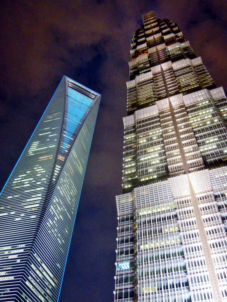 De op dat moment  - eind 2011 - twee hoogste gebouwen van de stad. Inmiddels is er al weer een derde naast komen te staan die nog hoger is.