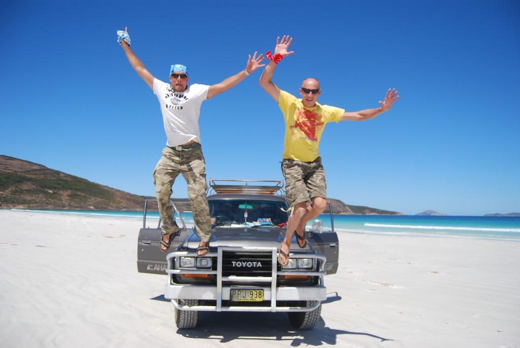 En in Australië mag je gewoon met de auto het strand op. Dan spring je toch een gat in de lucht?