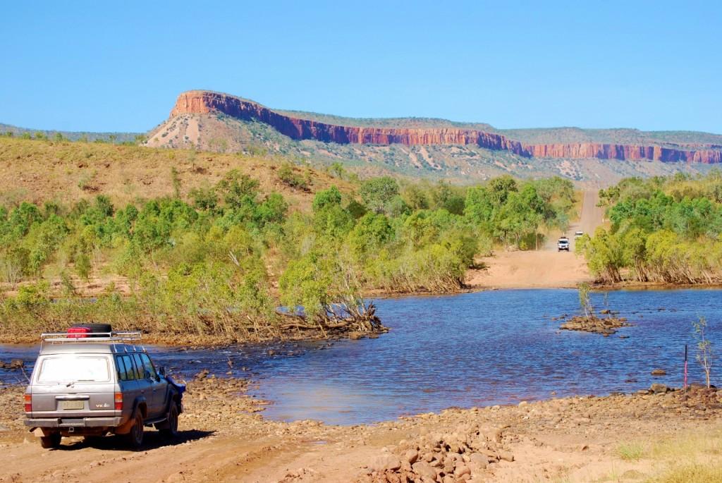 The Pentecost river. Even wachten totdat er iemand van de overkant aankomt en eerst de kastanjes uit het vuur haalt.